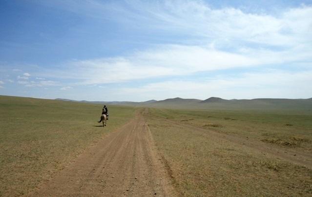 Heb je alle muren nu wel gezien? Soms is het fijn als iemand je helpt je blik te verbreden... Foto: Mongolië, 2011